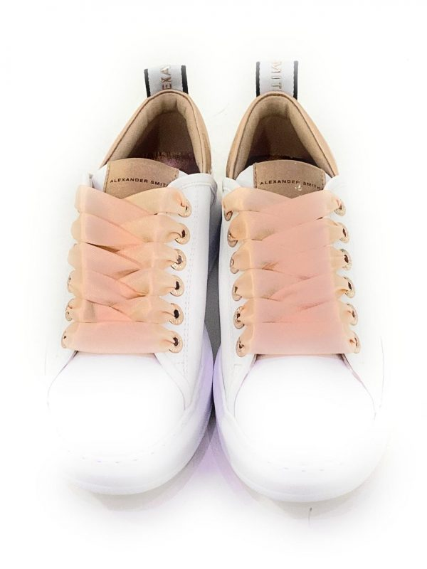 Alexander Smith Sneakers da donna Bianco/Rosa. Lacci rosa in raso. Interno in pelle con soletta estraibile. Acquistala su ViaRomaBoutique.it